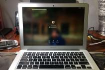 Sửa chữa Macbook Air 2017 bị đổ nước bật không lên nguồn